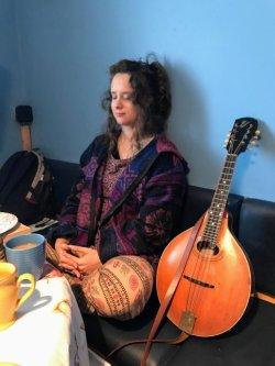 Eve Telford ,  Folk Singer