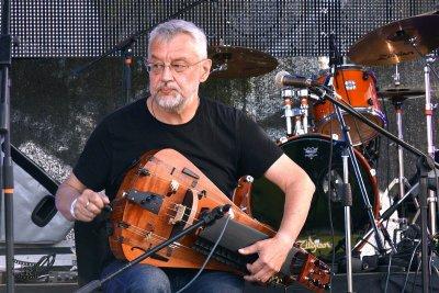 Andrey Vinogradov (hurdy-gurdy)