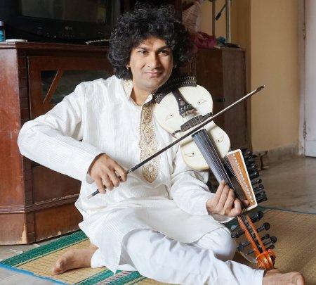 Naviin Gandharv Anuraaj Classical Band