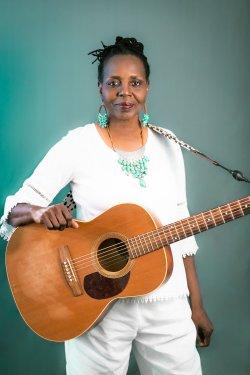 Veronika Jackson / Acoustic Folk Blues
