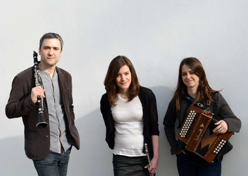 Lucie Périer - French flute player releases debut album with breton band Trio Tarare