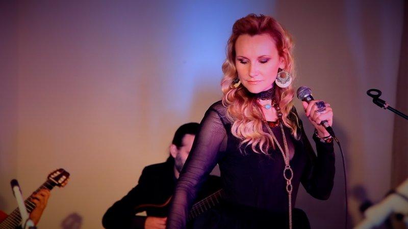 INTERNATIONAL GEM. RUSSIAN ARTIST JULIANA SINGS LATIN MUSIC