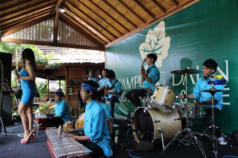 21 gamelanband @ kampung daun , bandung