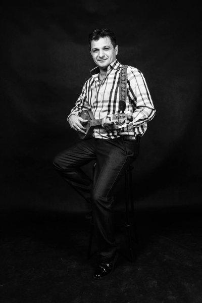 Parno Graszt- József Oláh (vocal, guitar, tambura)