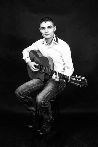 Parno Graszt- Viktor Oláh ( vocal, guitar, dance)