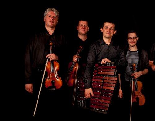 Marimbalom  by Musica Folklorica